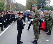 Члены Российского Союза ветеранов привели к торжественному обещанию учащихся кадетских классов школы №  28 города Калининграда