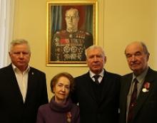 В юбилейные дни 120-летия со дня рождения Георгия Константиновича Жукова его дочь Эра Георгиевна была принята в Российском Союзе ветеранов