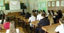 Для гимназистов Дальнего Востока Великая Отечственная война советского народа против фашистской Германии представлена без грифа секретно