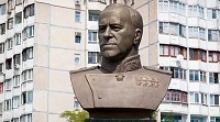 ИноТВ сообщает, что украинские националисты уничтожили в Одессе памятник  Маршалу Советского Союза Георгию Константиновичу Жукову