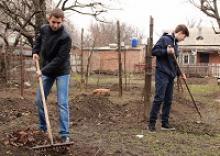 В городе Батайске Ростовской области современные тимуровцы помогают ветеранам