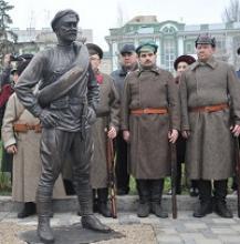 На выставке скульптора Константина Родиславовича Чернявского члены Российского Союза ветеранов получили подтверждение, что история Отечества может быть запечатлена в монументальной скульптуре, так же, как  в картинах, литературе, кинематографе