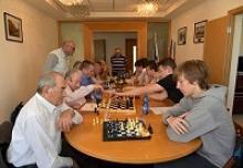 В Генконсульстве Российской Федерации в Хайфе шахматисты ветераны-фронтовики провели традиционный турнир со школьниками, посвящённый 71-й годовщине  Победы во Второй мировой войне