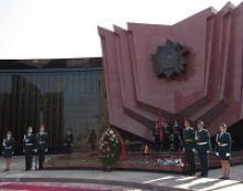 Генерал армии Михаил Алексеевич Моисеев возложил цветы к вечному огню в Городе воинской славы Хабаровске