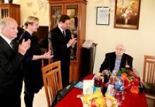 Герою Советского Союза  Якову Цалевичу Форзуну в Хайфе вручена юбилейная медаль Российской Федерации в честь 70-летия Победы