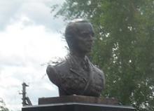 Генералу армии П.И. Батову, военачальнику и председателю Советского комитета ветеранов войны, славному сыну Ярославской земли на родине открыт памятник