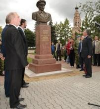 В Бронницах открыт памятник Герою Советского Союза генералу армии Василию Филипповичу Маргелову.