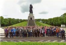"""Патриотическую акцию """"Дорогами Победы"""" провели калининградские ветераны и молодёжь. Они посетили памятные места в Германии, связанные с боевой славой Красной Армии"""