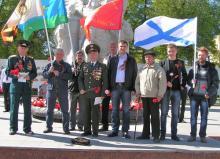 Ветераны рязанщины возложили венки и цветы к Вечному Огню на площади Победы в Рязани