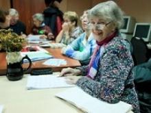 """Газета """"Молодой коммунар"""" сообщает, что в Туле организованы курсы английского языка для пенсионеров"""