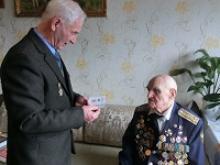 Единственному в мире боевому лётчику, воевавшему в небе с ампутированной рукой, Герою России Ивану Антоновичу Леонову 93 года