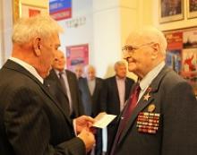 """Ветеранам-военачальникам вручены памятные медали """"70 лет окончания Второй мировой войны"""""""
