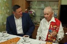 Губернатор Вологодской области встретился с ветераном Великой Отечественной войны, активистом Вологодского регионального отделения Российского Союза ветеранов Алексеем Перминовым