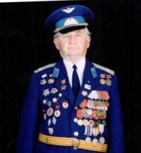 Михаил Духовный, сын фармацевтов, защищая Родину, воевал артиллеристом – оборонял Ленинград и освобождал Эстонию